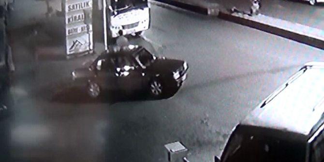 Otomobil Çalmaya Çalışırken Önce Kameralara Sonrada Polise Yakalandılar