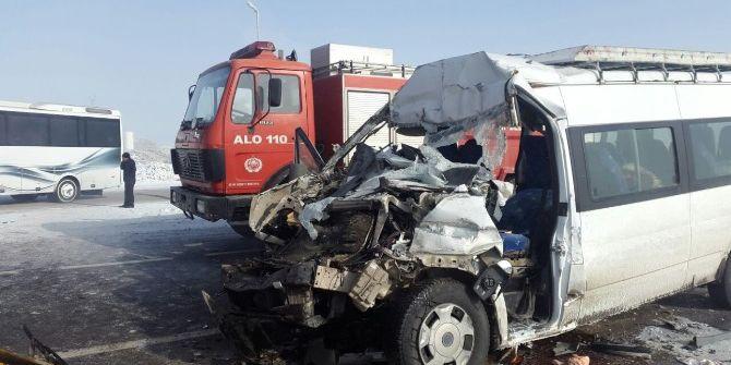 Erzurum'da Zincirleme Trafik Kazası: 24 Yaralı