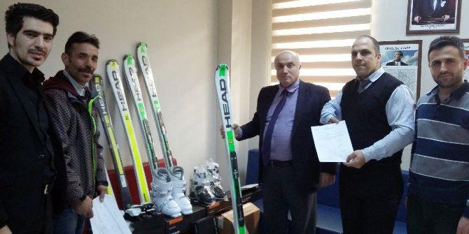 Gençlik Ve Spor Bakanlığı'ndan 91 Kulübe Malzeme Yardımı