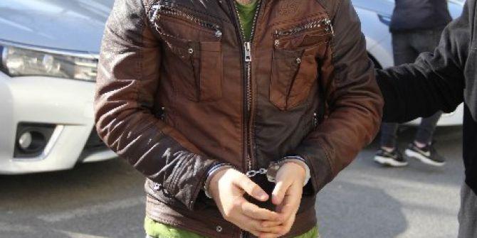 Ev Arkadaşını Bıçaklayan İranlı Genç Tutuklandı