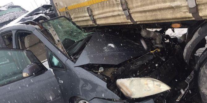 Otomobil Tırın Altına Girdi: 1 Ölü, 3 Yaralı