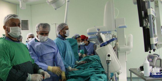 72 Yaşındaki Kadın Hastaya 15 Dakikada Kalp Deliği Tedavisi