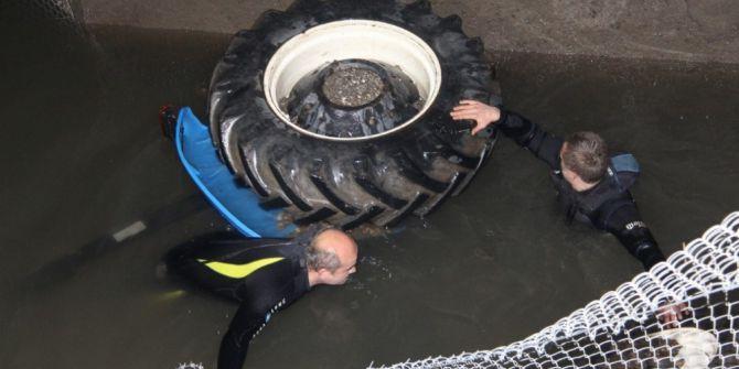 Su Kanalına Uçan Traktörde Can Verdi