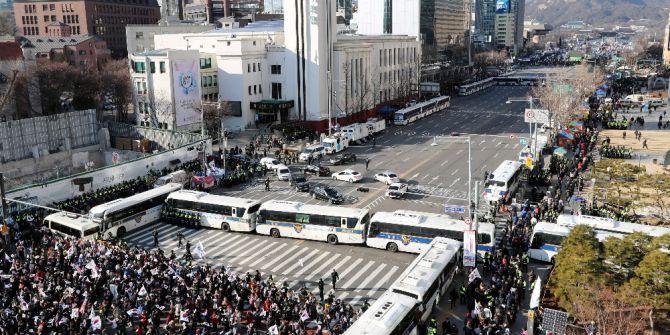 Yüz Binlerce Kişi Güney Kore Cumhurbaşkanını Protesto Etti