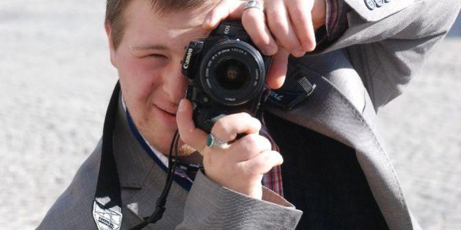 Bir Günlüğüne Fotoğrafçı Olan Down Sendromlu Genç İlgi Odağı Oldu