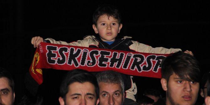 Zorlu Maç Öncesinde Eskişehirspor'a Taraftar Dopingi