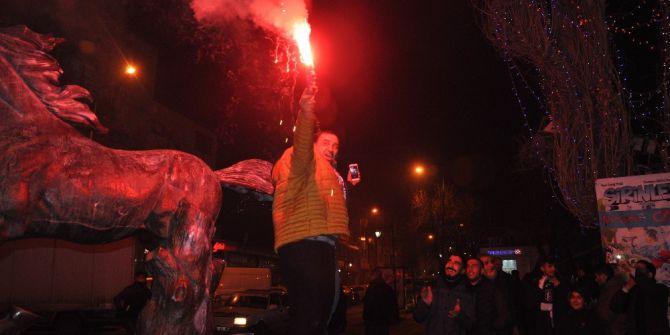 Beşiktaşlılar Kars'ta Sokağa Döküldü