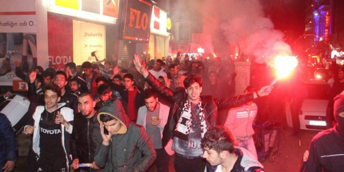 Elazığ'da Beşiktaşlılar Galibiyet Sevincini Doyasıya Kutladı