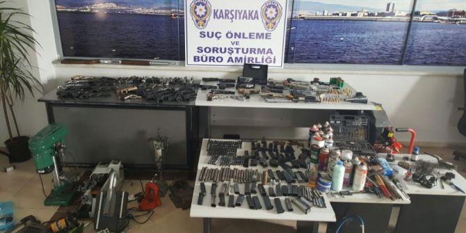 Evinin Çatı Katına Silah Atölyesi Kurdu