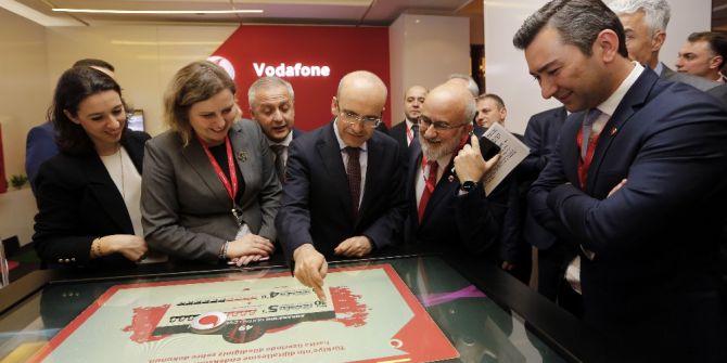 Başbakan Yardımcısı Şimşek Ve Ulaştırma Bakanı Arslan, Vodafone Standını Ziyaret Etti