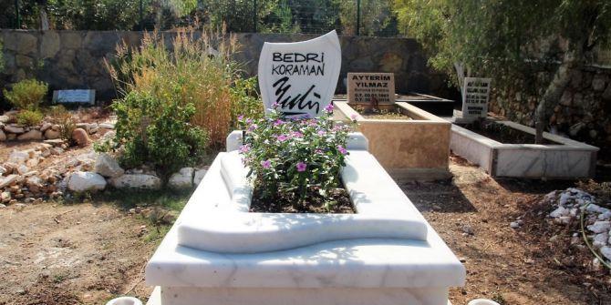 Ünlü Karikatürist Bedri Koraman'ın Mezarı Açıldı