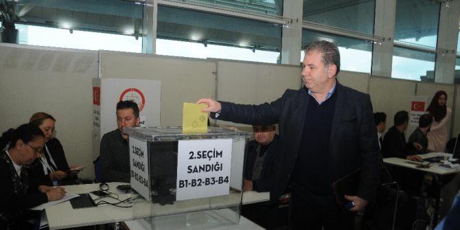 Atatürk Havalimanı'nda Referandum Oylaması Başladı