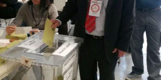 Avusturya'da Türk Vatandaşları Oy Kullanmaya Başladı