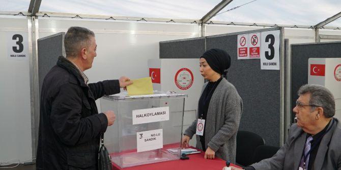 Köln'de Yaşayan Türk Vatandaşları Oylarını Kullanıyor
