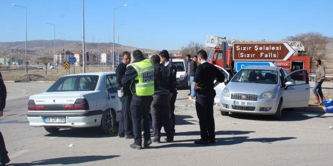 Gemerek'te Trafik Kazası: 6 Yaralı