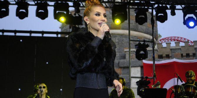 İrem Derici Yeni Single'ının İlk Konserini İstanbul'da Verdi
