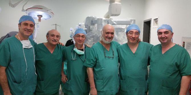 Türkiye Robotik Ameliyat Öğretiyor