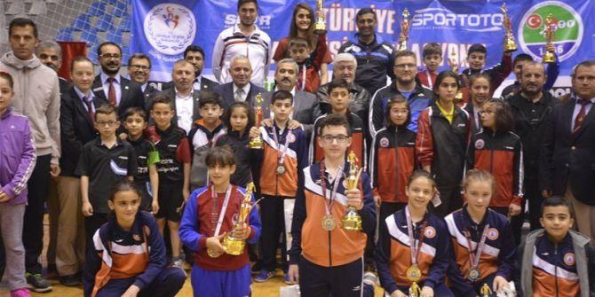 Tokat'taki Masa Tenisi En İyi 12'ler Şampiyonası Sona Erdi