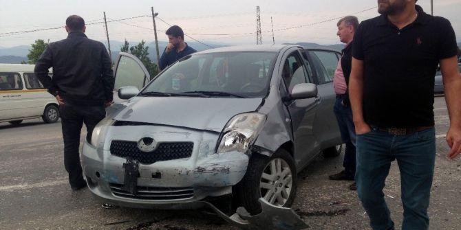 Bilecik'te İki Otomobil Çarpıştı: 3 Yaralı