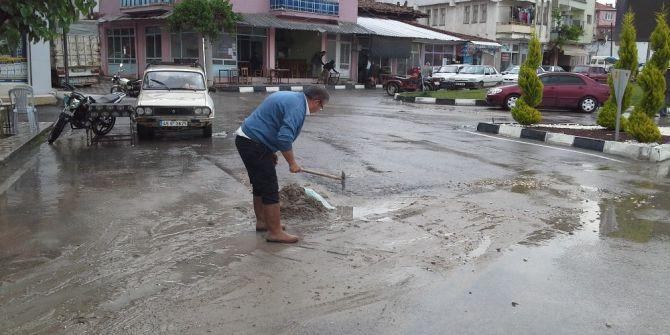 Selendi'de Aşırı Yağış Sel Getirdi