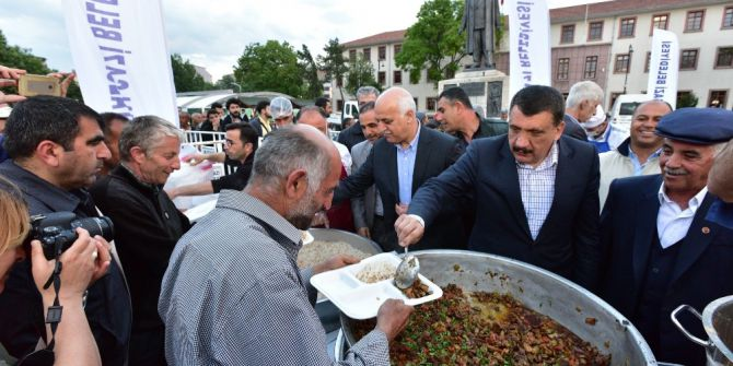 Battalgazi Belediyesi İftar Çadırında İlk İftar Coşkusu