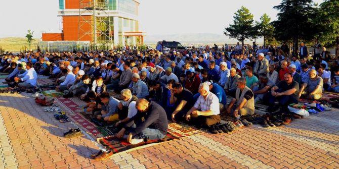 Bakan Tüfenkci Bayram Namazını Malatya'da Kıldı