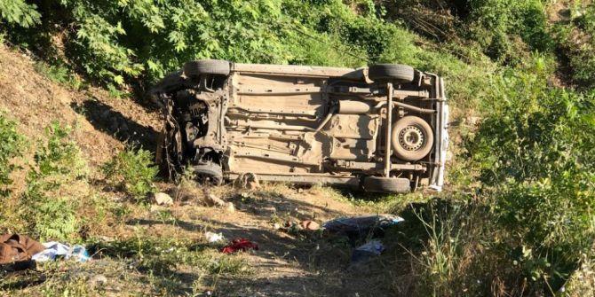 Hafif Ticari Araç Şarampole Uçtu: 2 Ölü, 6 Yaralı