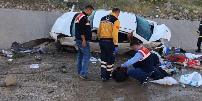 Sivas'ta Otomobil Su Kanalına Uçtu: 2 Ölü