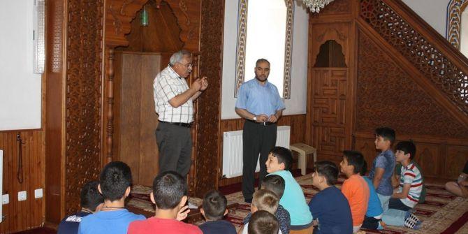 Başkan Karaaslan, Kur'an Kursu Öğrencilerine 15 Temmuz'u Anlattı