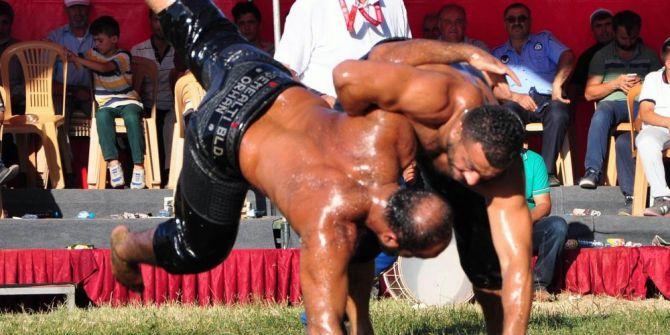 Sorgun'da Geleneksel Yağlı Güreşlere Yoğun İlgi