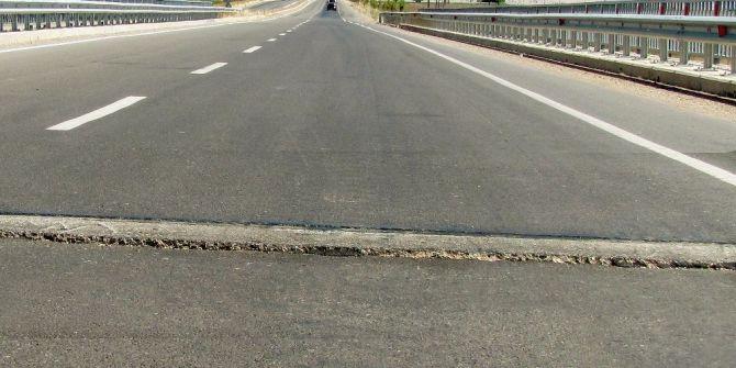 Karasu Köprüsündeki Çatlaklar Kazaya Davetiye Çıkarıyor