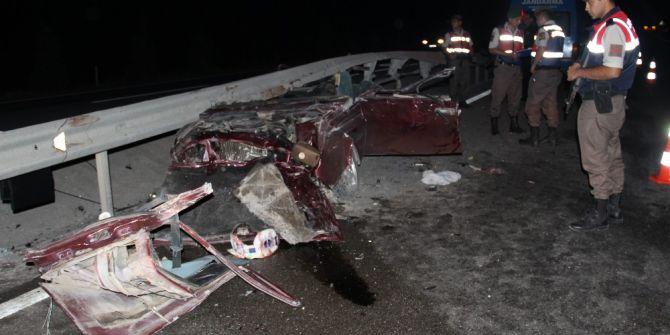 Kütahya'da Bariyer Otomobili Biçti: 3 Ölü, 1 Yaralı