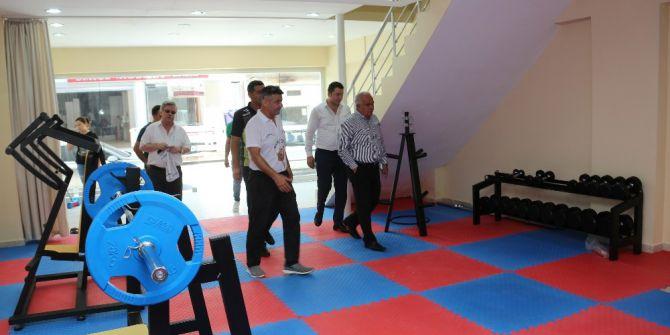 Başkan Tollu, Yakında Açılacak Spor Salonunu İnceledi