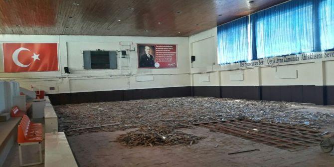Kapalı Spor Salonu Yenileniyor