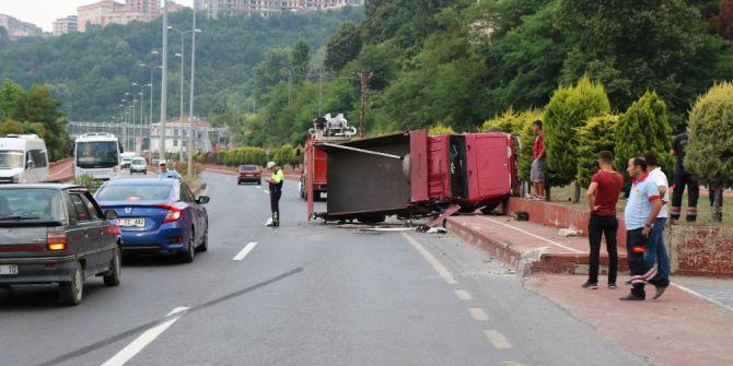 Zonguldak'ta Kamyon Devrildi: 2 Yaralı