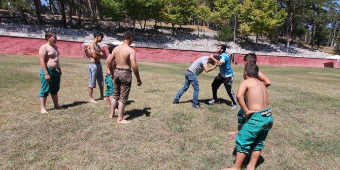 Kütahya'dan başpehlivan çıkarmak için gönüllü çalışıyorlar