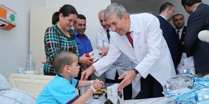 Bakan Demircan'dan 2 yaşındaki epilepsi hastası Kadir'e ziyaret