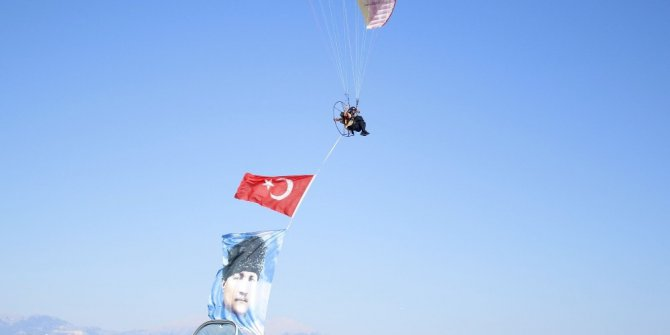 Antalya'da gösteri uçakları nefes kesti