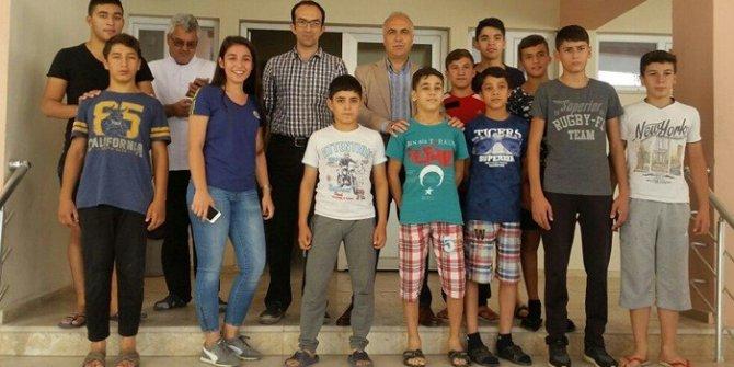 Vali Karahan gençlik merkezini ziyaret etti