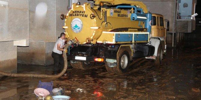 Artvin Valisi Ömer Doğana şiddetli yağışlardan zarar gören Arhavi ilçesinde incelemelerde bulundu
