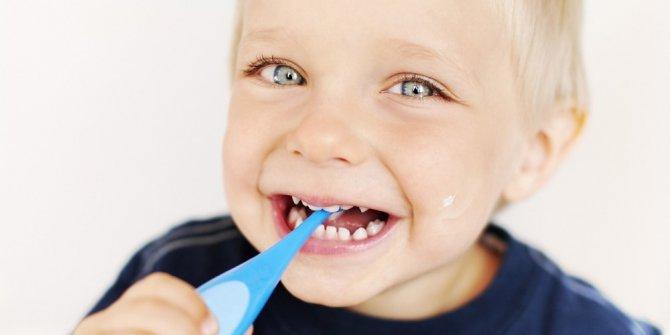 Çocuklarda okul öncesi diş çürüklerine karşı fissür önlemi