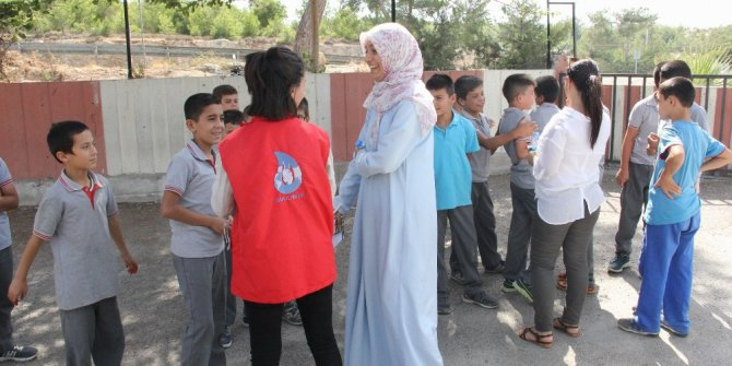 'Damla Projesi' ile Mersin'e gelen gençler kenti tanıyacak