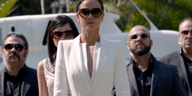 Queen of the South 3. Sezon 10. Bölüm Fragmanı İzle