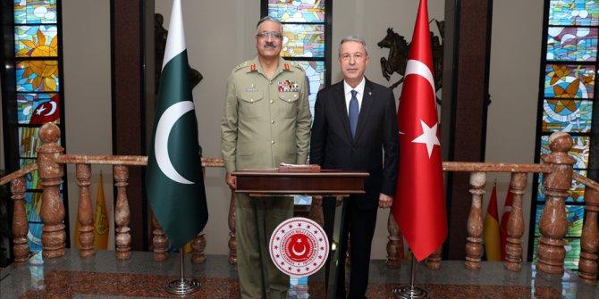 Pakistan Genelkurmay Başkanı Orgeneral Hayat, Bakan Akar'ı Ziyaret Etti