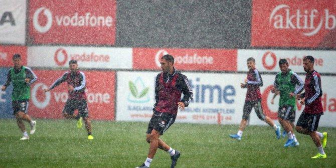 Beşiktaş Sağanak Yağmur Altında İdman Yaptı