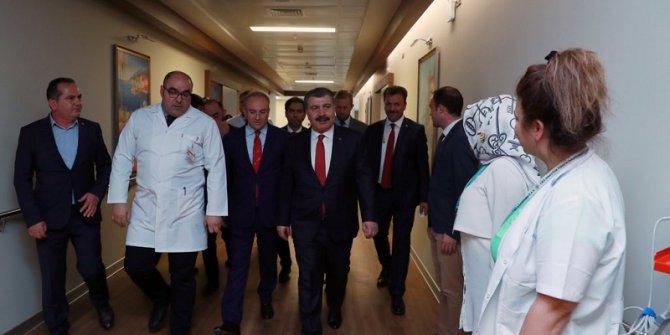 Sağlık Bakanı Fatma Girik'i Kaldığı Hastanede Ziyaret Etti