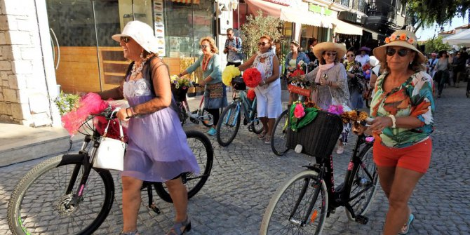 """""""Süslü Kadınlar Bisiklet Turu"""""""