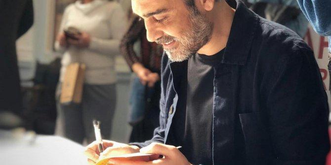 """Caner Cindoruk'tan Ödüllü Kitap """"Sessiz Şarkıcı"""""""