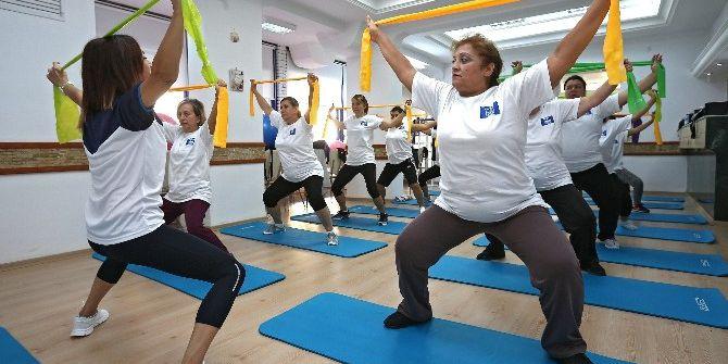 Kadınlar Sağlıklı Yaşam İçin Form Tutuyorlar