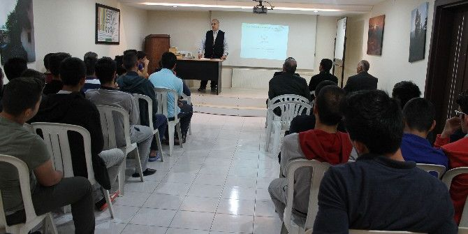 İhlas Vakfı'ndan Öğrencilere Konferans